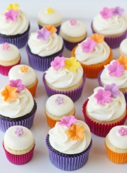 Fondant-flower-cupcakes3